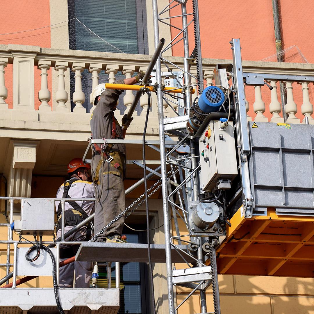 Noleggio: Montacarichi e piattaforme autosollevanti